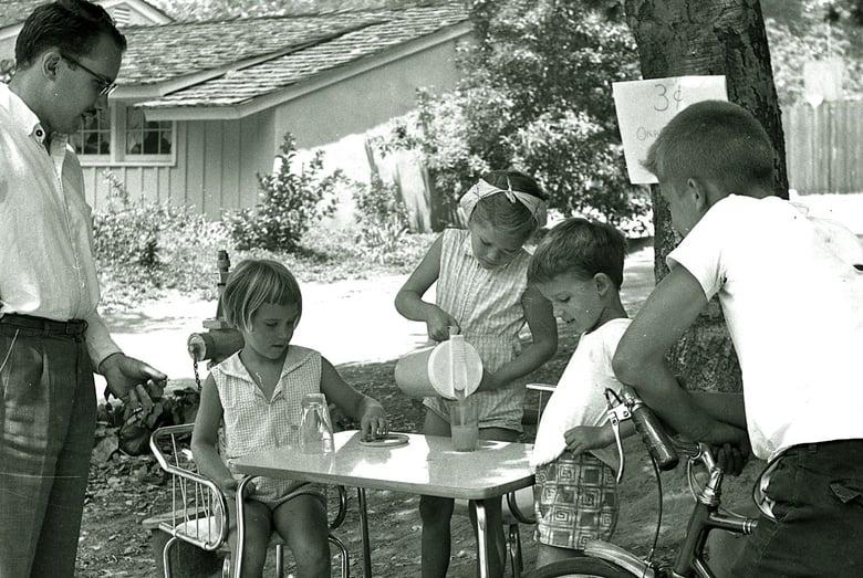 Children_selling_lemonade_to_an_adult_in_La_Canada_California_1960_volunteer_Florida